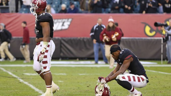 Redshirt-senior Abdul Smith crouches down and stares at the field after Central Florida's Shawn Moffitt made a 23-yard field goal as time expired, giving the Knights a 39-36 victory as they remain undefeated in conference play. | Hua Zong TTN