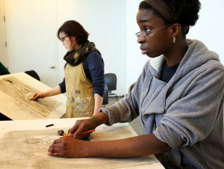 Students draw nude models in figure drawing courses available at Tyler School of Art. | Claire Sasko TTN