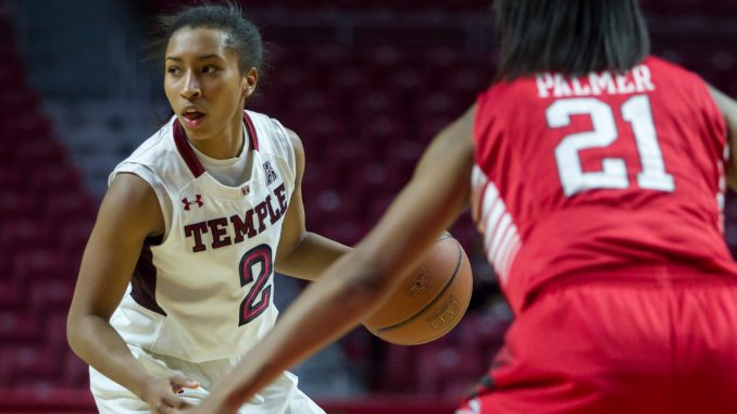 Sophomore guard Feyonda Fitzgerald handles the ball in the Owls' 72-60 win against Houston Feb. 14. | Donald Otto TTN