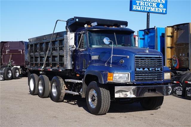 2000 Mack CL713$49,900