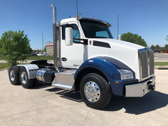 2016 Kenworth T880 - Conventional Sleeper Truck in Olathe