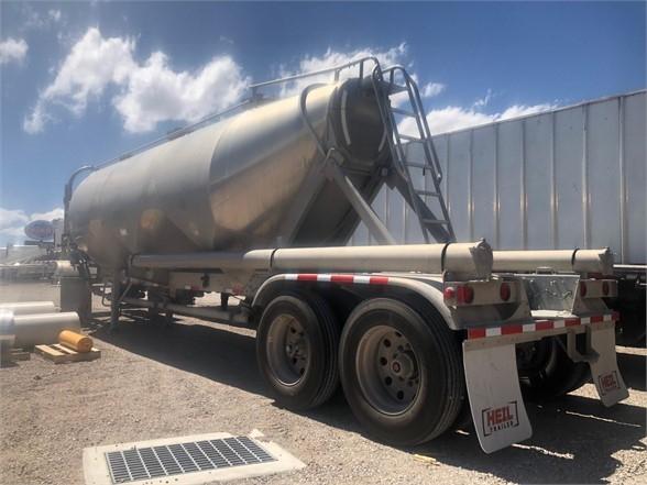 2017 Heil aluminum pneumatic tanker, sand ready, air ride, t