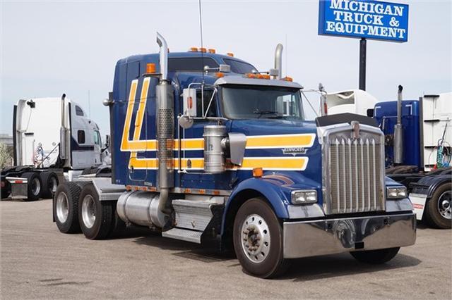 2000 Kenworth W900L$34,900