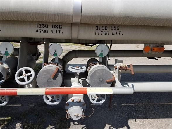 1993 Remtec 9400 gallons spring suspension manifold valves