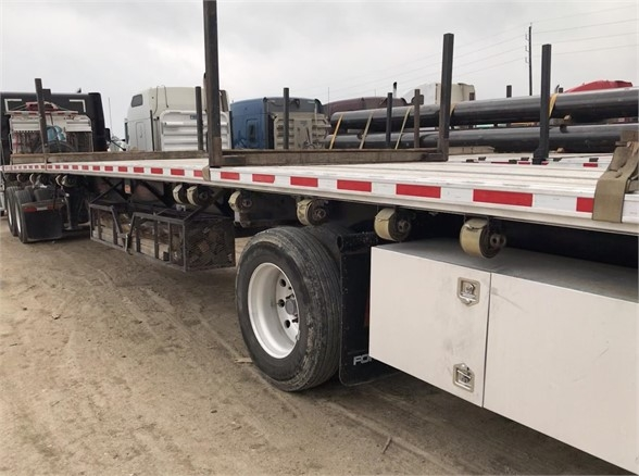 2015 Fontaine 48 x 102 combo, spread axle, pipe stakes