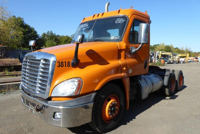 2014 FREIGHTLINER CASCADIA 125 DAYCAB TRUCK #782302