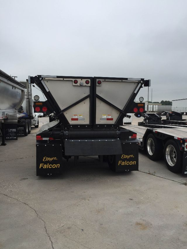 2015 Etnyre asphalt belt trailer