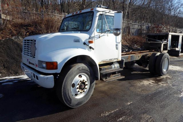 2002 INTERNATIONAL 4900 CAB CHASSIS TRUCK #701553