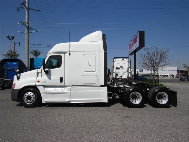 2013 Freightliner CASCADIA - Conventional Sleeper Truck in Fresno