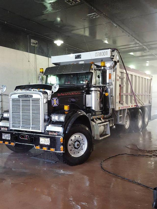 1993 Freightliner FLD120$30,000