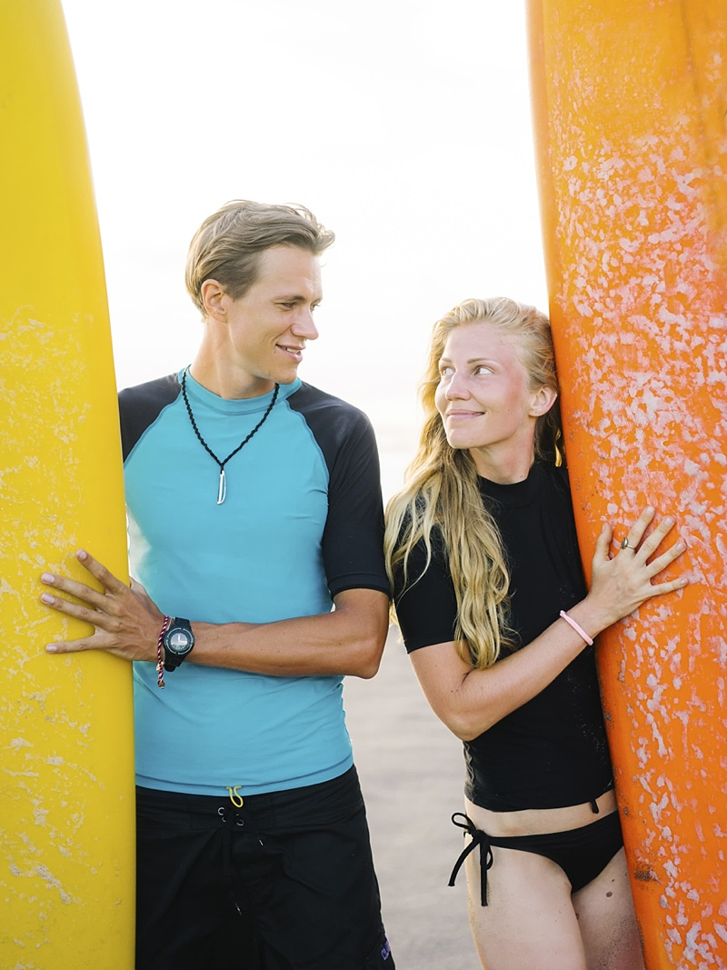 Stylish surfing portraits for a honeymoon