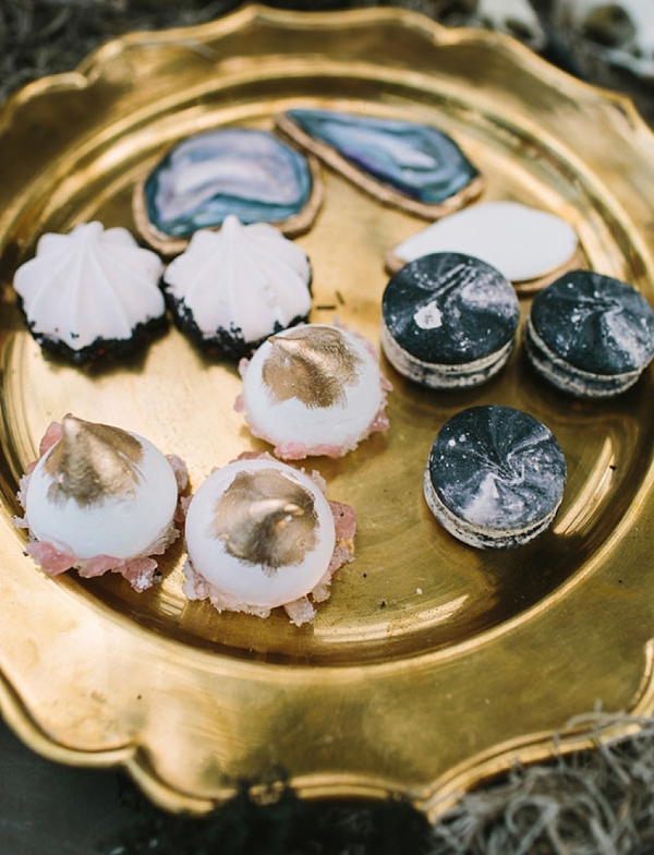 Cool sugar cookies that look like agate slices for mysterious boho wedding dessert