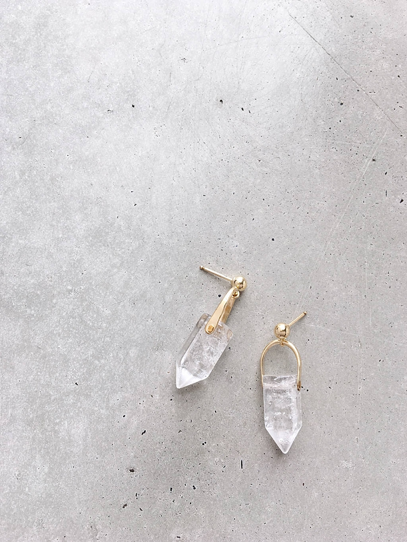 Raw crystal gold earrings that look like icicles for a Christmas winter wedding