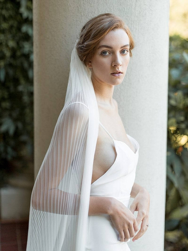 Ivory pleated veil with accordion style in ballet length