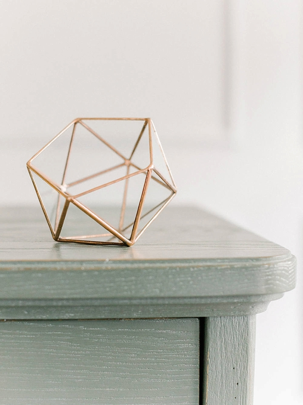 Geometric glass wedding ring holder box