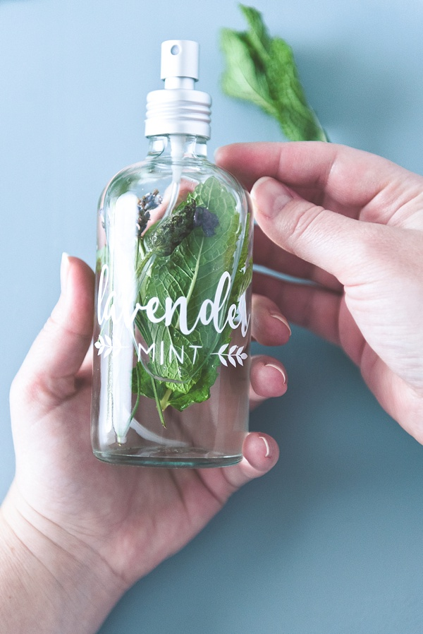 Lavender and mint cooling mist recipe for summer wedding