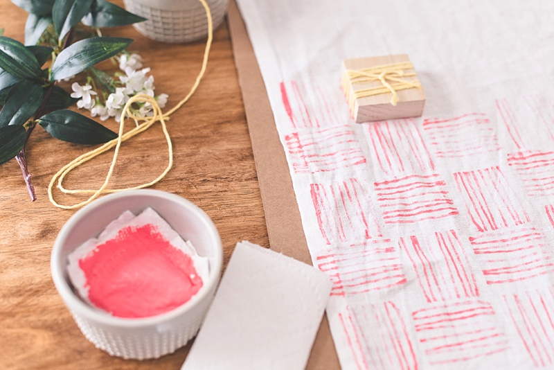 Stylish way to upgrade your linen table runner with fabric paint
