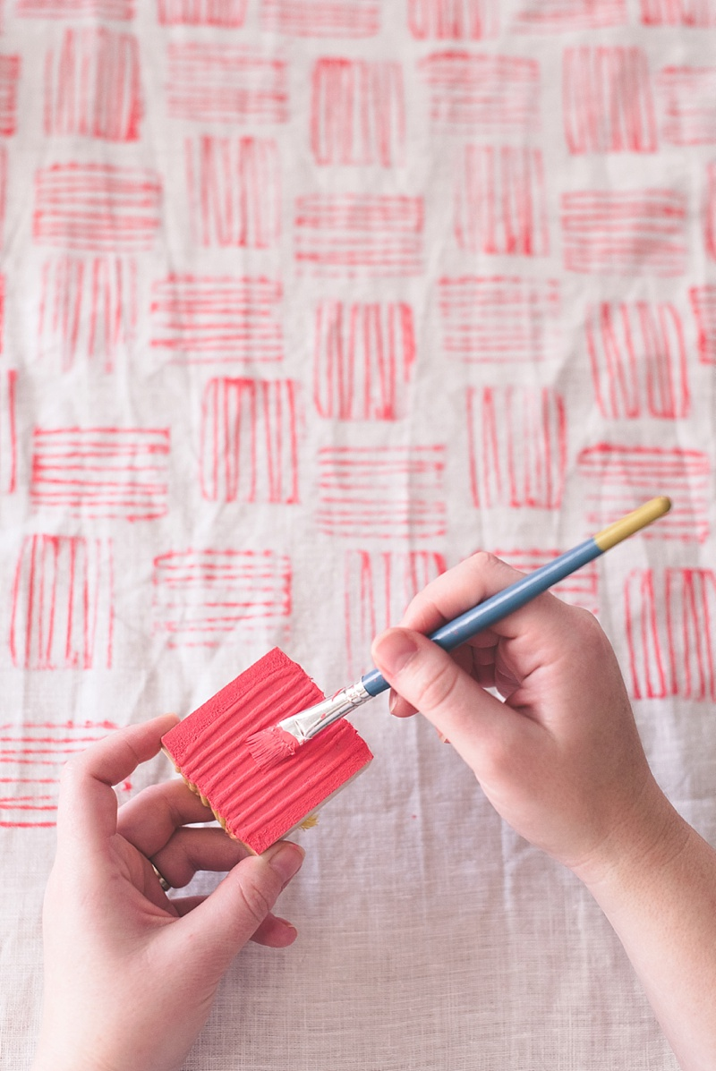 Tips for making a handmade stamp to decorate your table linens