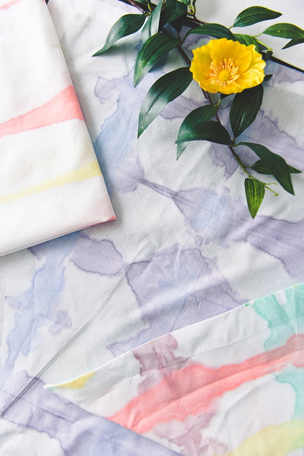 Different ways to tie dye cloth napkins