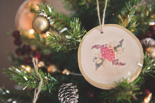 diy wood slice ornament wedding favors