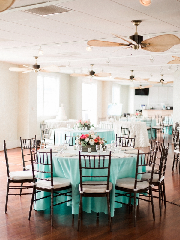 Turquoise wedding tablecloths and brown chiavari chairs