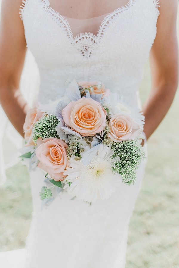 Simple rose and daisy bridal bouquet