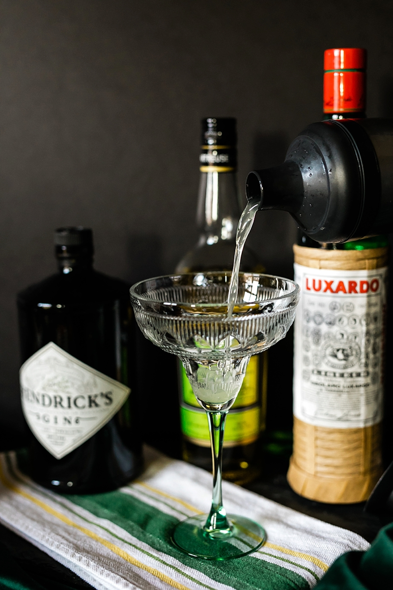 Unique naturally green St Patricks Day wedding cocktail from the Prohibition era