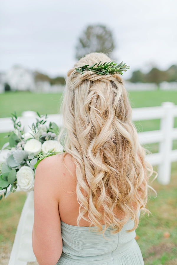 Bridesmaid with greenery hair clip in loose curls
