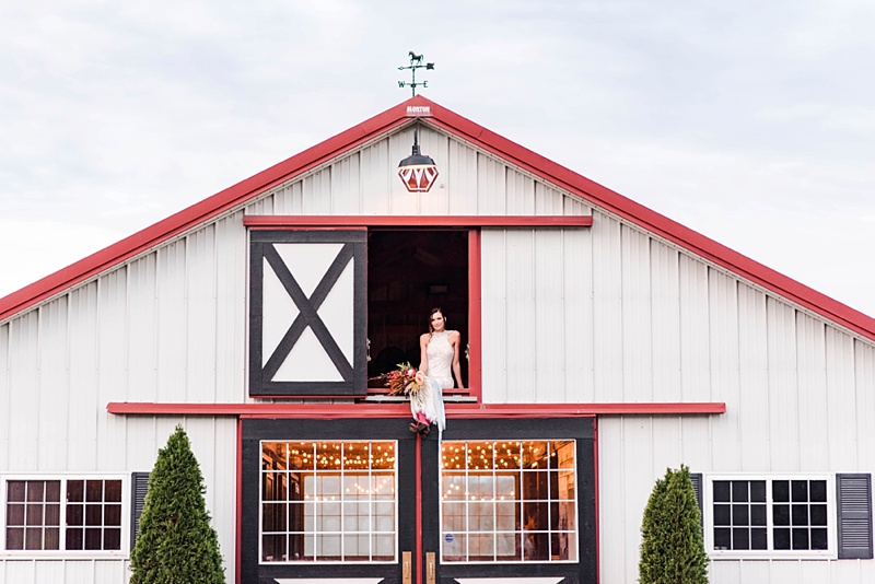 Beautiful Virginia barn wedding ideas at Bandits Ridge