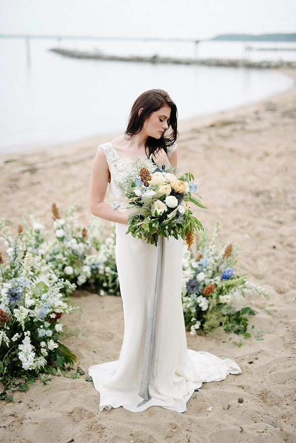 Low beach wedding ceremony ground circle arch