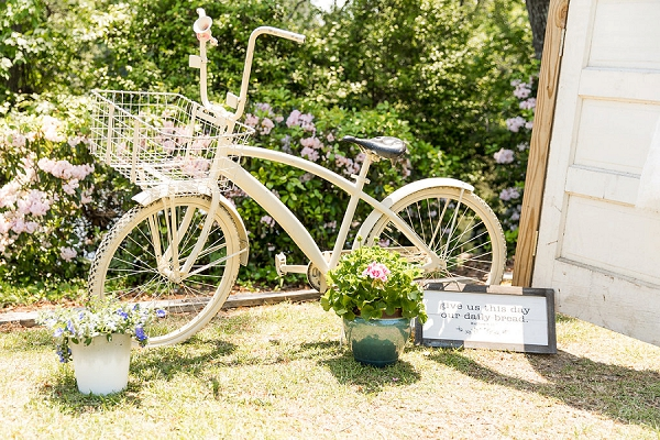 Vintage bike for rustic wedding decor