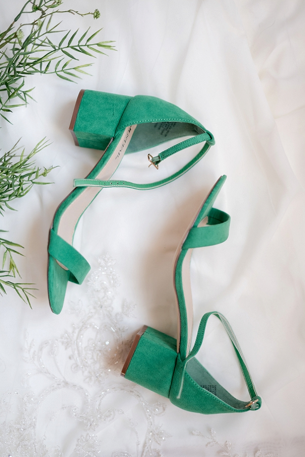 Green bridal shoes for classic wedding day