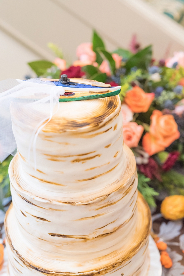 Rustic outdoor inspired wedding cake