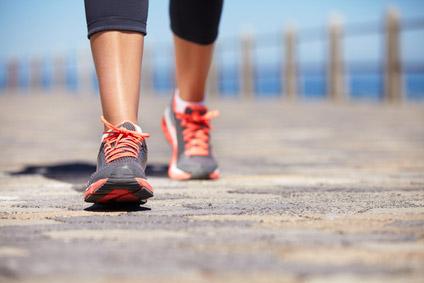 Caminar es excelente opción para adelgazar las piernas