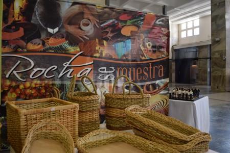 Rocha se muestra: exposición y venta de productos del departamento