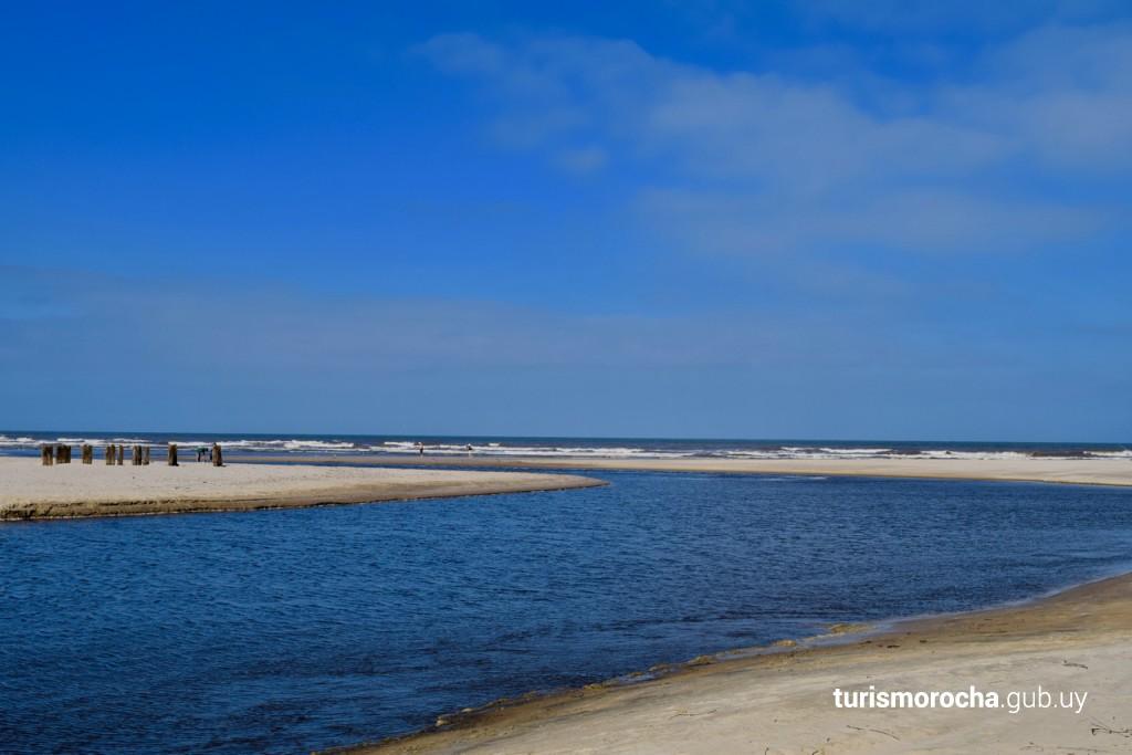 Desembocadura del canal Andreoni en playa Las Maravillas