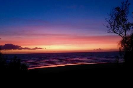 Amanecer en playa Las Maravillas