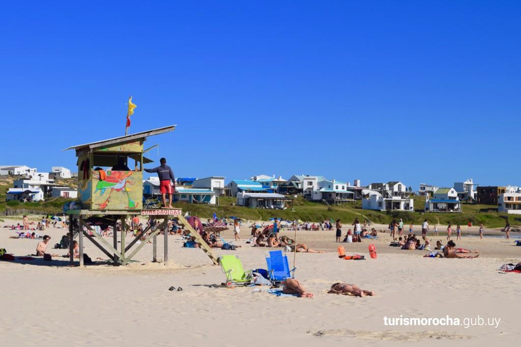 Playa Sur en Cabo Polonio con servicio de guardavidas durante verano