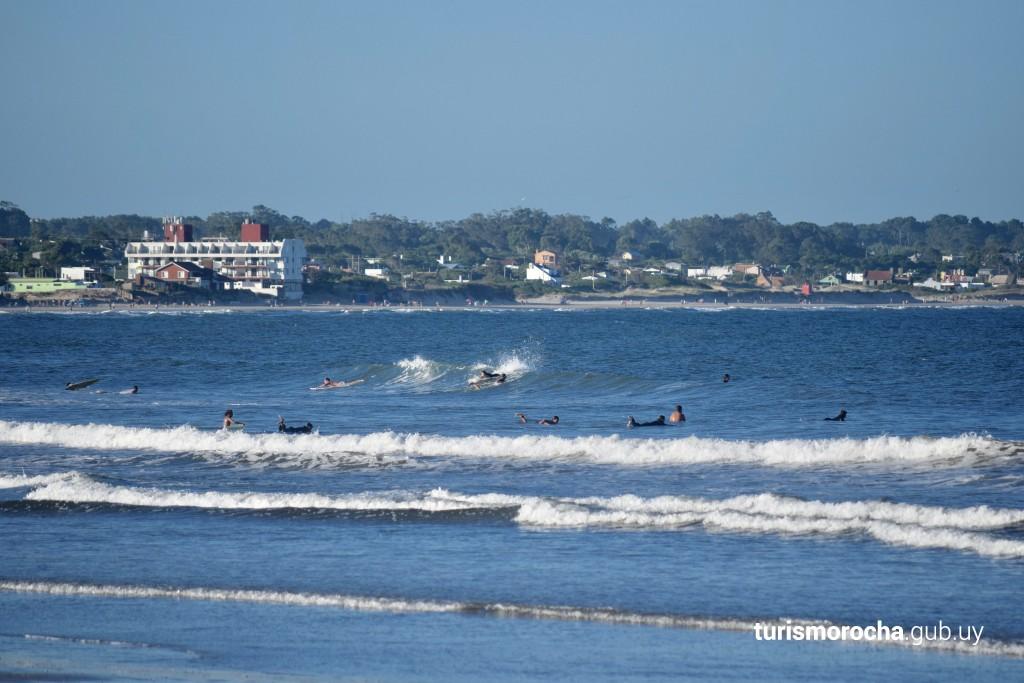 Surf en playa de Costa Azul, La Paloma