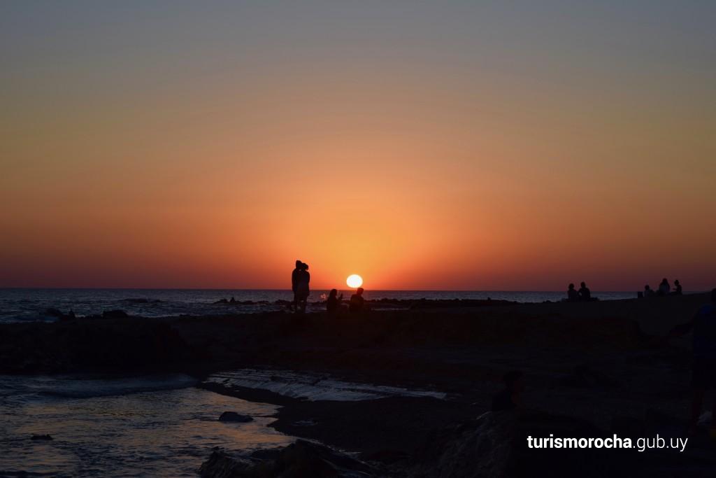 Atardecer en la playa del Faro en La Paloma