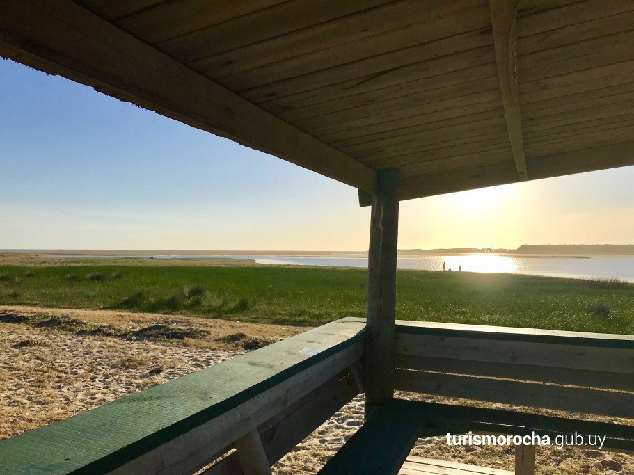 Mirador de aves en la Laguna de Rocha