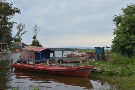 Embarcaciones en el Arroyo Valizas