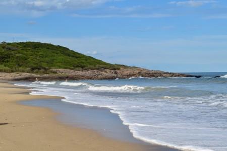Playa De Las Achiras, una gran bahía dentro del Parque Nacional Santa Teresa