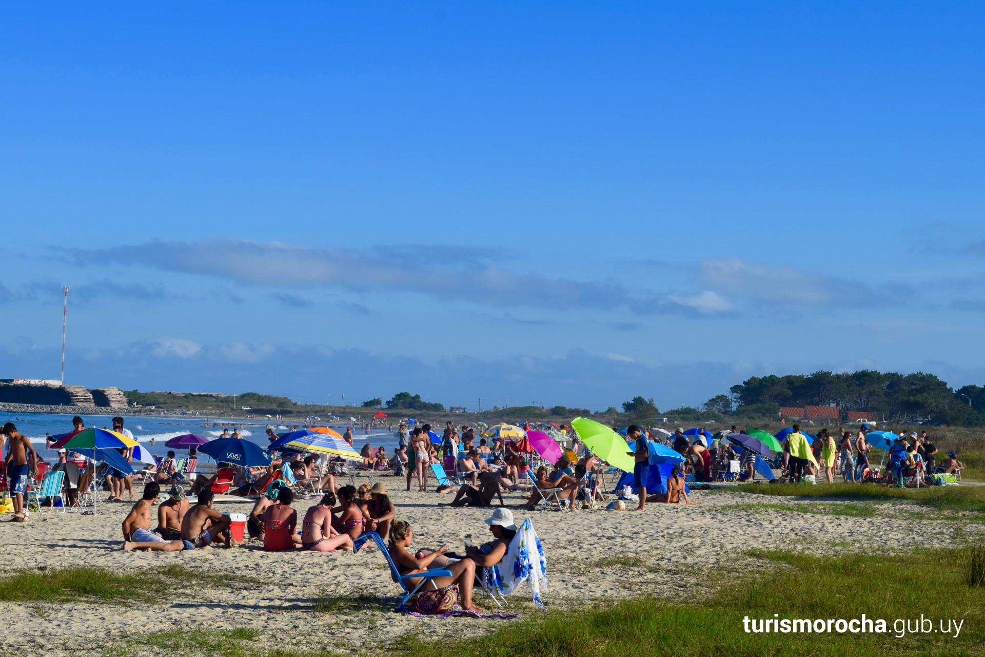 Playa La Aguada en verano