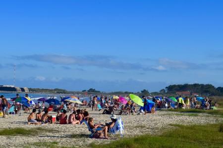 Playa La Aguada en La Paloma con bajada apta para mascotas y servicios