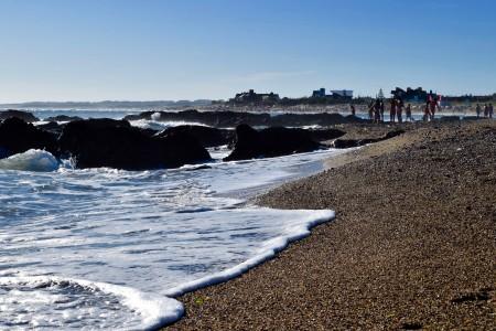 Punta rocosa donde comienza la playa