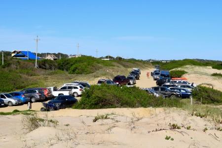 Estacionamiento sobre la playa