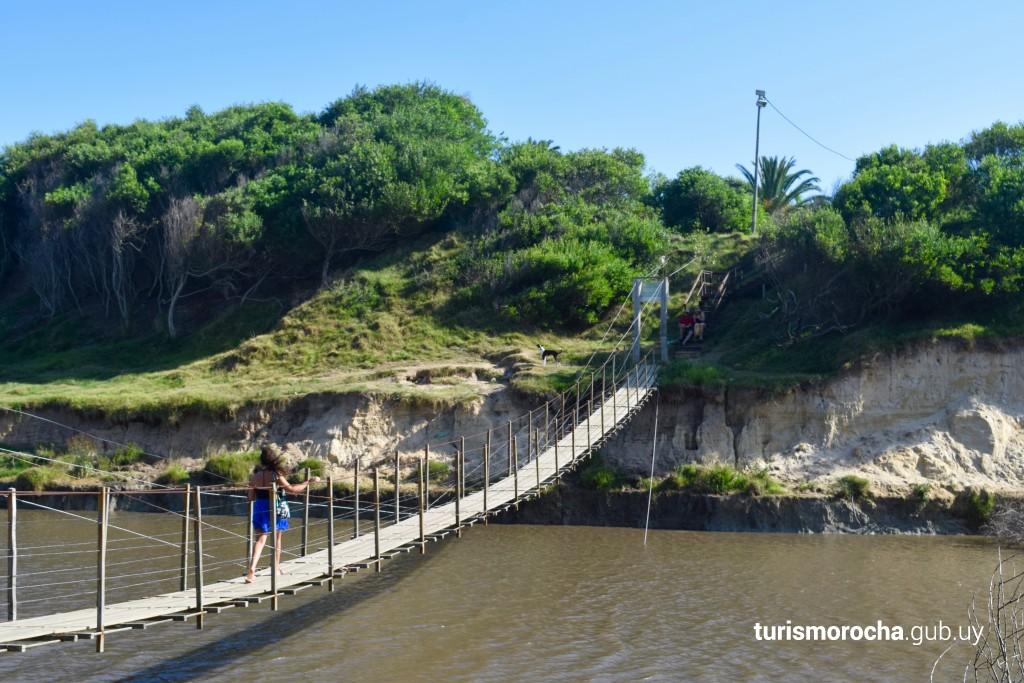 Puente colgante en La Coronilla