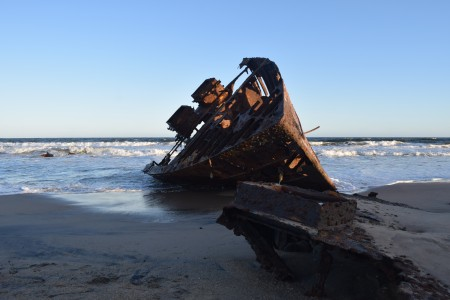 Naufrágio: Cathay VIII na praia do Barco em La Pedrera, Rocha, Uruguai