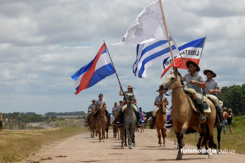 Desfile de caballos en el Festival del Lago en Rocha